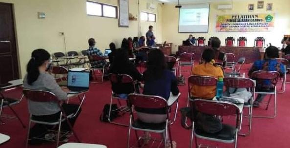 Pelatihan ELearning Bagi Dosen STKIP Agama Hindu Singaraja