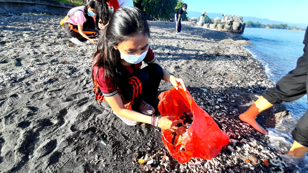 ", ""Monthly Clean Weekend"", Wujudkan Harmonisasi dengan Lingkungan"