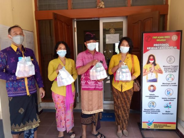 Komitmen Dukung Pencegahan Covid-19, STKIP Agama Hindu Distribusikan Bantuan dari Ditjen Bimas Hindu